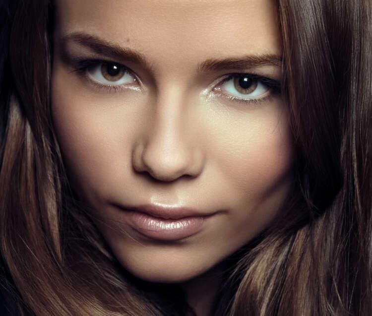 Brunette Face